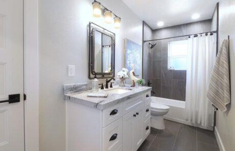 1814 Wood Road Fulton Horse Property Bathroom 2