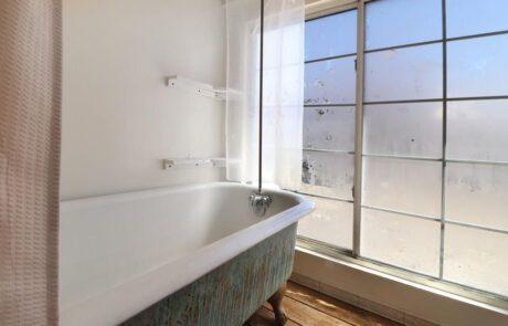 1814 Wood Road Fulton Horse Property Milk Barn Bathroom Tub